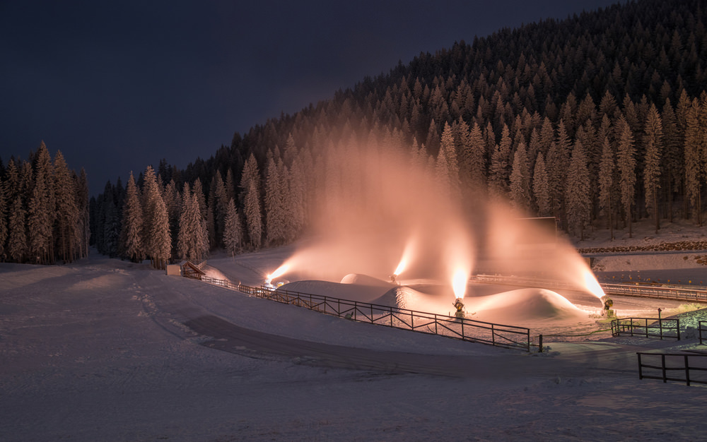 Искусственные снежные трассы готовы к приему лыжников