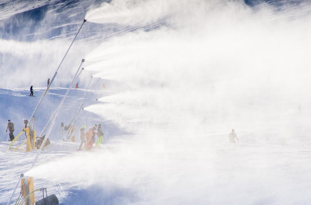 К генерации снега приступили в красноярском «Бобровом логу»