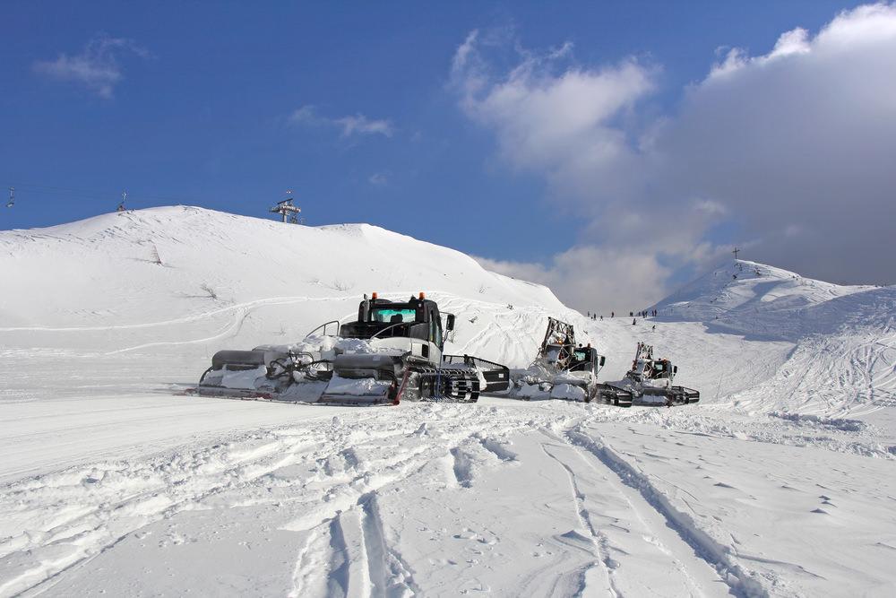 Шоу на ратраках и питбайках как часть новогодней программы горнолыжных курортов