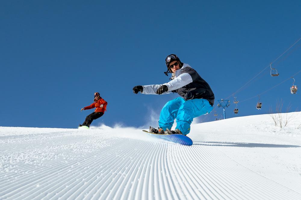 Гонка на сноубордах по уложенной трассе