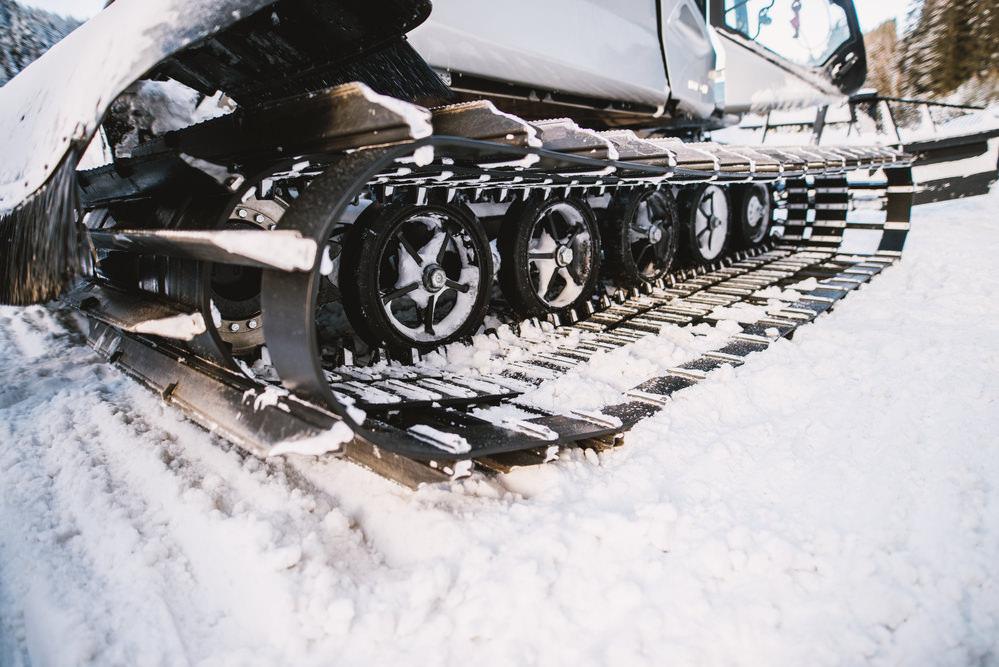 Гусеницы машины для укладки снега