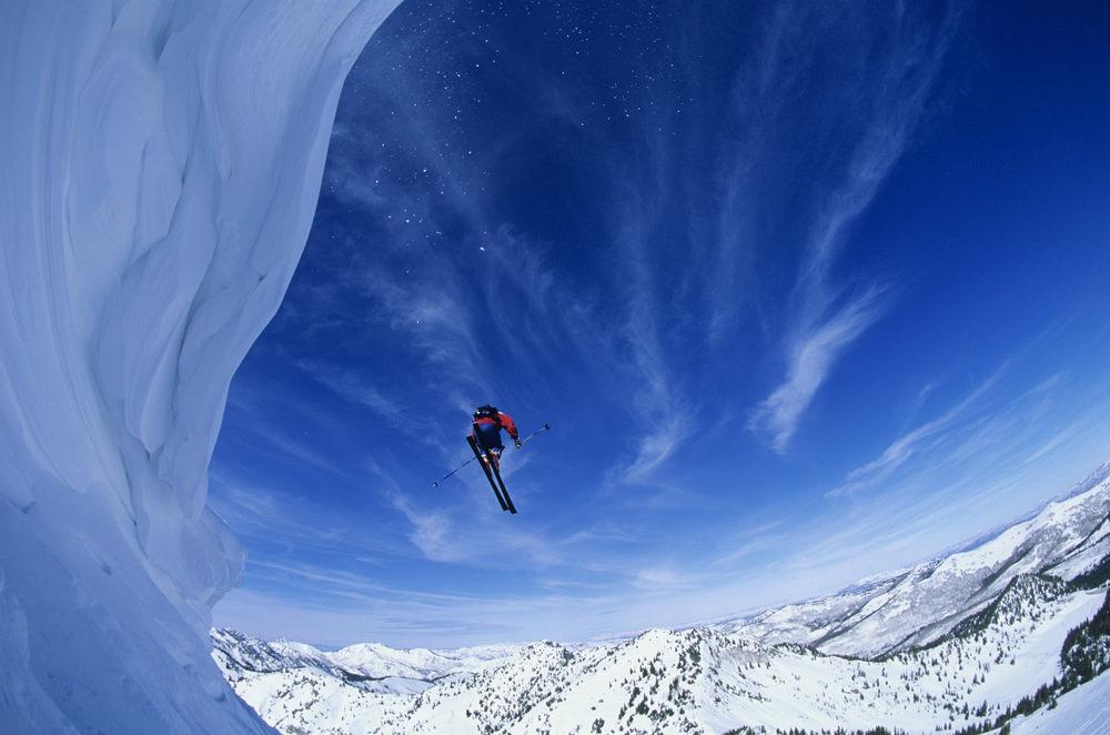 Прыжок лыжника